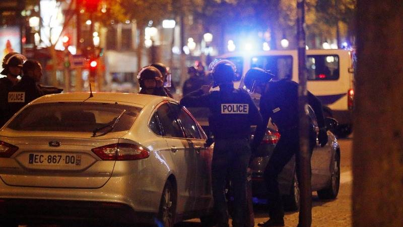 One policeman dead, one seriously injured in Paris shooting
