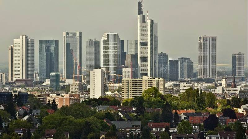 German economy accelerates less in April