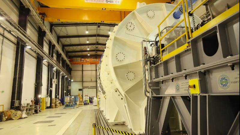 GE earns adjusted $0.21 per share, flat year on year