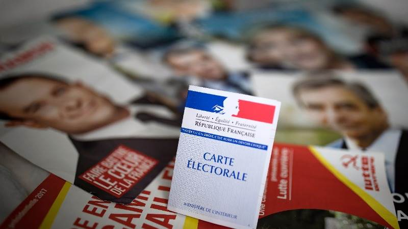 Europe closes mixed ahead of French election
