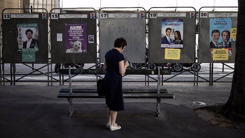 Low turnout in French second-round general election