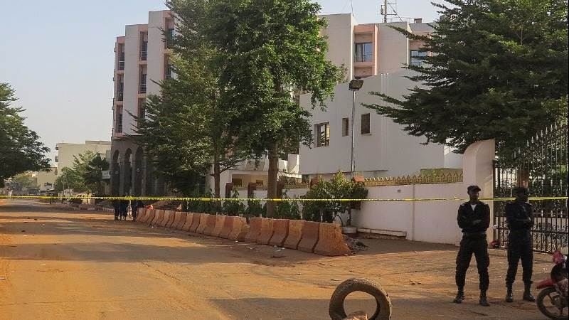 Army storms hotel in Mali to flush out kidnappers