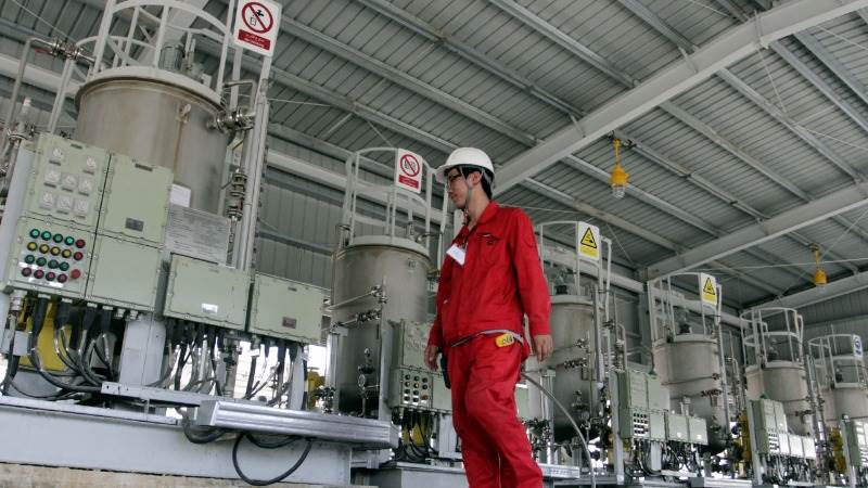Oil higher, supported by strong Chinese demand