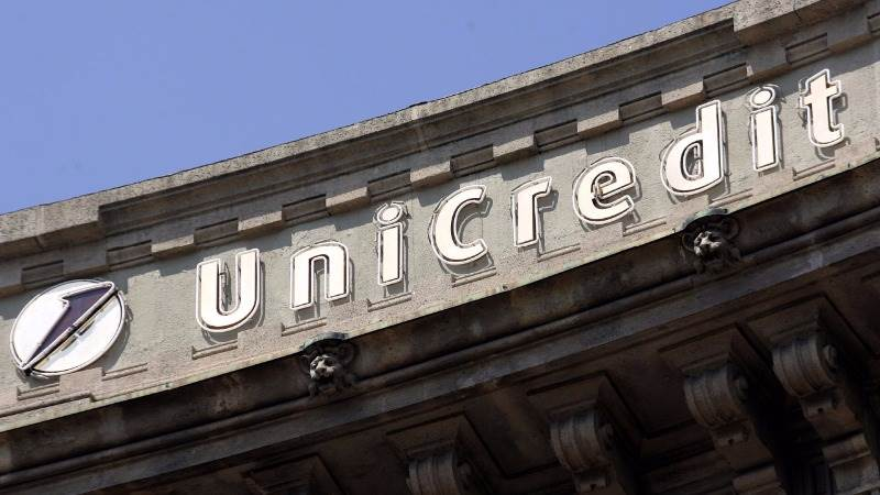 UniCredit inks sale of bad loans to Pimco, Fortress