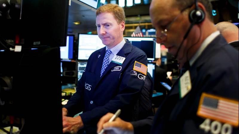 US stocks start flat as earnings come in