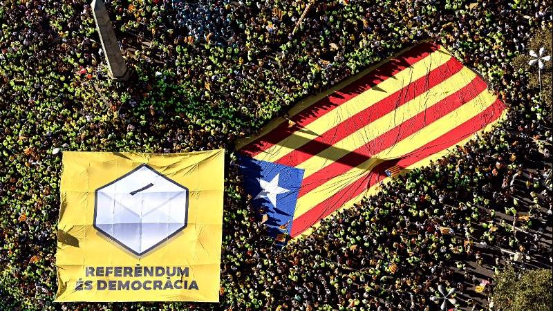 Spain orders prosecution of Catalan mayors