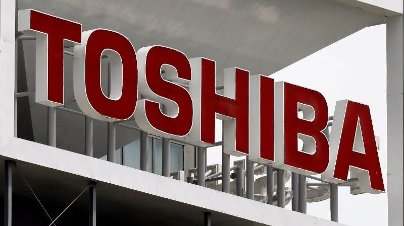 Toshiba in preliminary deal with Bain, Apple group