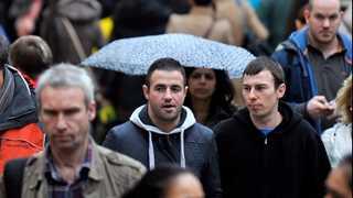 BoE: Household spending rises only slightly