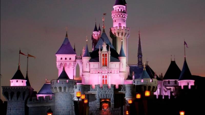 Walt Disney to give bonuses due to tax cuts