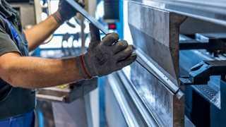 US factory orders decrease 1.4% in January