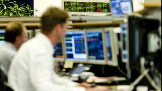 Yields decline as global tensions prop up bonds