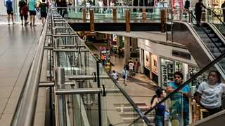 UK retail sales growth accelerates in February