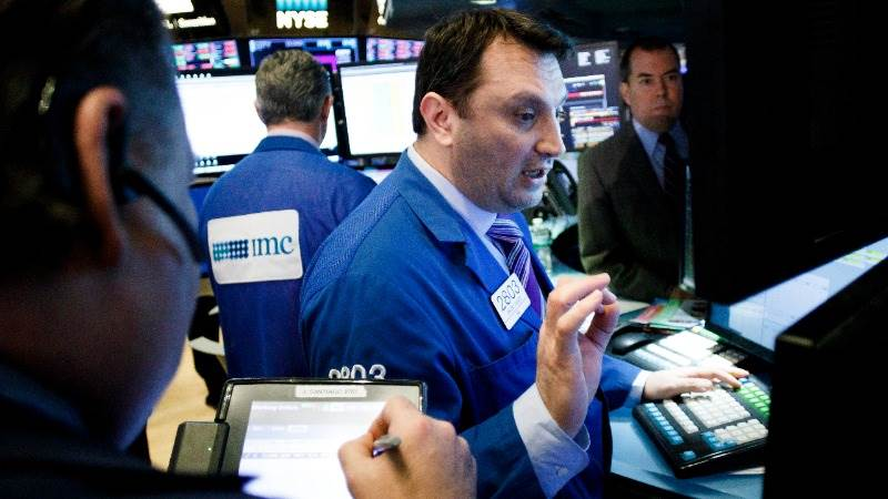 Dow adds over 300 pts as Syria concerns wane