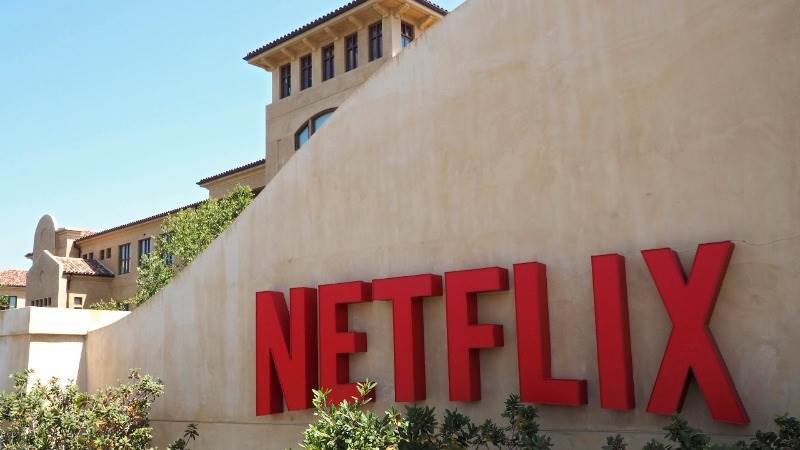 Netflix reports revenue of $3.7B in Q1, up 40% YoY