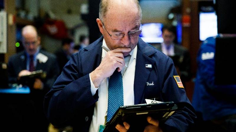 US markets jump on start as Trump meets Abe