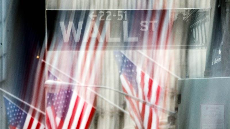 US markets close lower amid earnings season