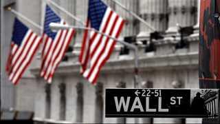 US stocks start flat to lower amid earnings season