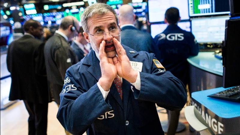 Wall Street in the red as Apple leads tech slump