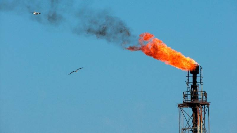 Oil prices sink as Libya reopens export terminals