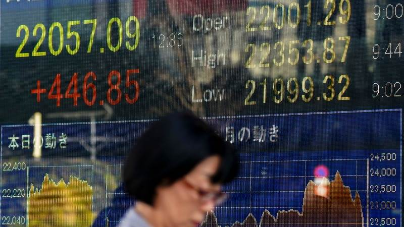 Asian markets trade mostly higher as US, China talk trade