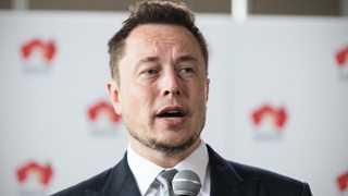 Shareholders: Elon Musk to remain Tesla CEO