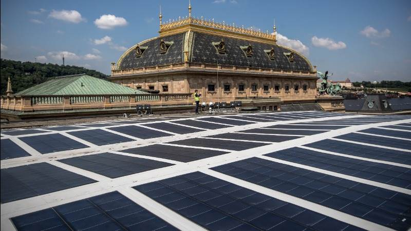 EU agrees 32% target for renewables, ethanol caps