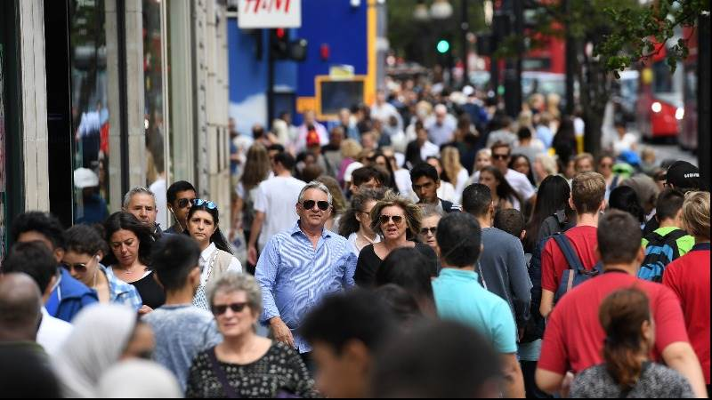 Annual retail sales growth in UK accelerates to 3.9%