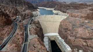 Hoover Dam bridge in Las Vegas blocked by gunman