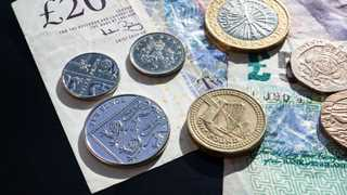 Pound falls to seven-month low on trade war fears