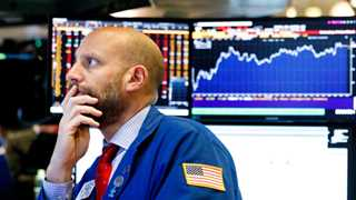 Dow plunges 400 points amid market selloff