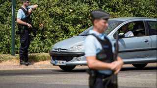 French police eliminate knife attacker