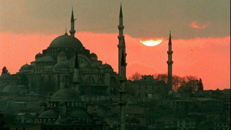 Fitch cuts Turkey's grade to BB with negative outlook