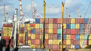 Euro area trade surplus narrows to €16.5B in May