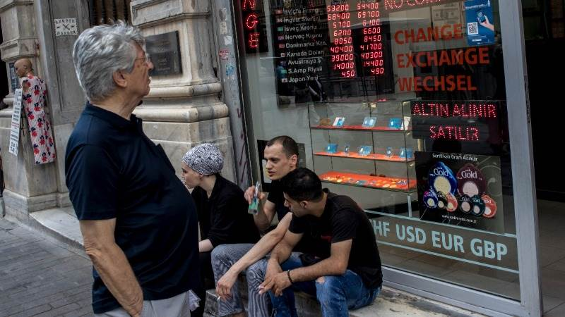Turkish lira crashes as no deal with US is in sight
