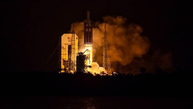 NASA launches probe toward Sun's corona