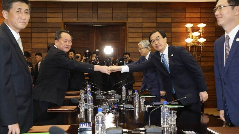 Koreas hold high level talks to prepare for summit