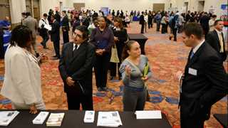 Jobless claims in US drop by 2,000 to 212,000