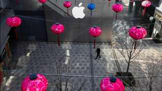 Apple removes thousands of apps from China market