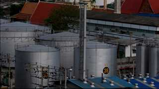 Oil inventories in US drop by 5.84 million barrels