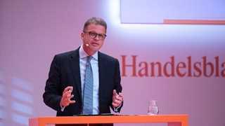 Deutsche Bank CEO warns against protectionism