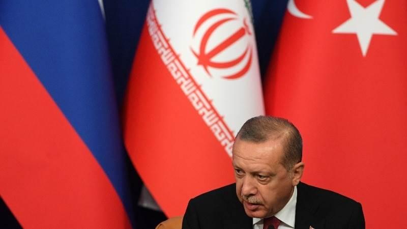 Erdogan blames US for lira decline, economic pressure