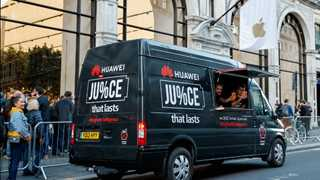 Huawei pokes fun at Apple over iPhone battery life