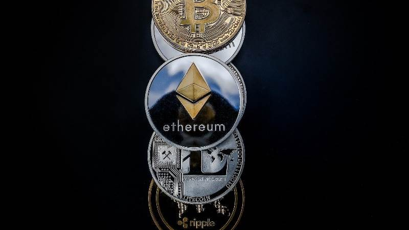 Cryptocurrency market surges, recovering $25B