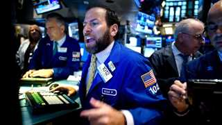Nasdaq 100 closes higher, Dow, S&P 500 lag behind