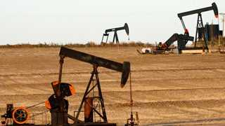Oil remains in the green amid looming Iran sanctions