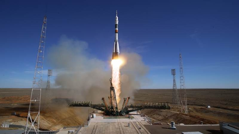 Russia suspends manned space launches after Soyuz accident