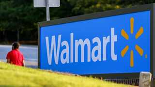 PayPal partners with Walmart on cash in and out services