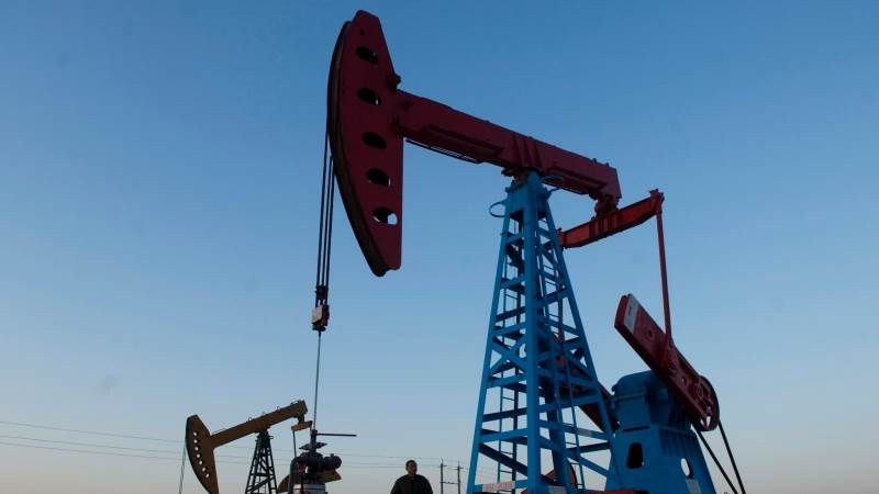 US oil rig count rises by 8 to 869 - Baker Hughes