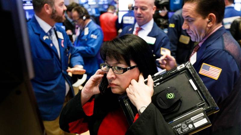 Dow erases gains after jumping over 400pts at open