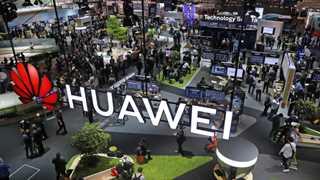 Senators warn Canada against deal with Huawei